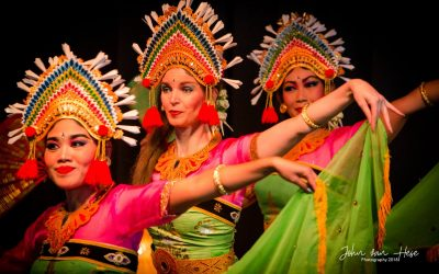 Balinese dance group DwiBhumi dazzle on the podium